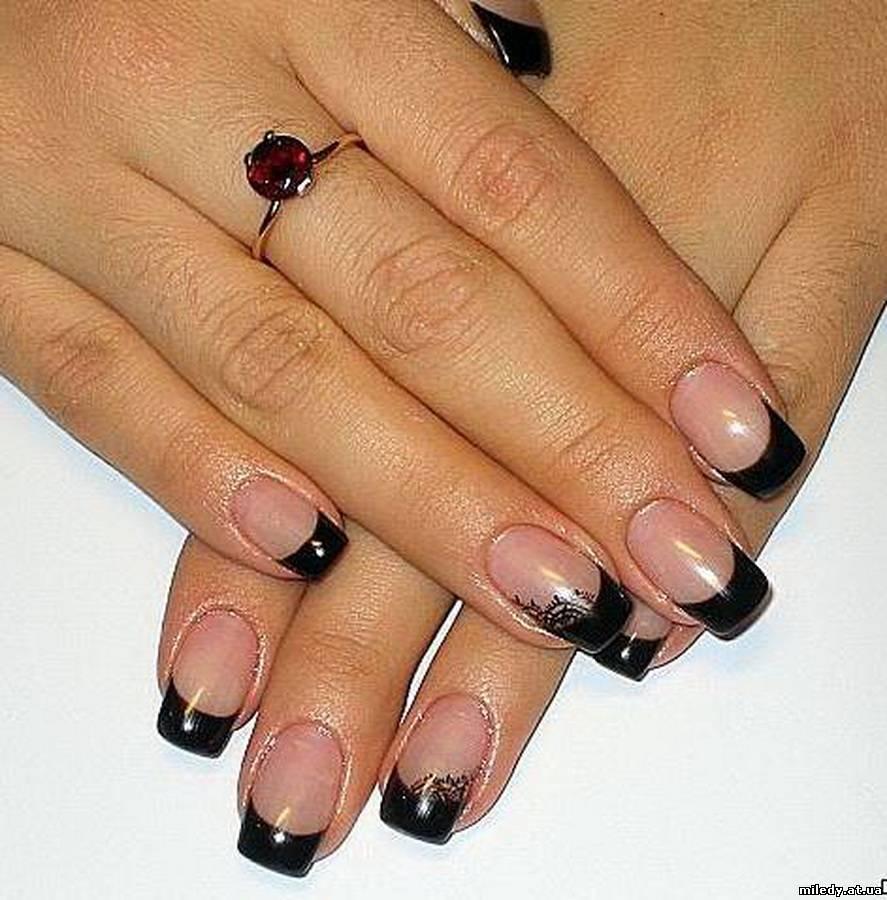 Черный френч на гелевых ногтях